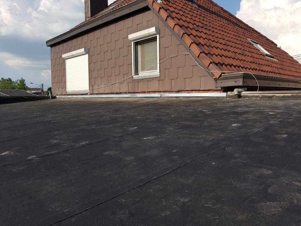 Infiltrations d'eau dans une toiture plate